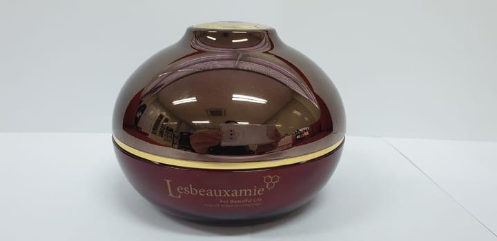 Lesbeauxamie Amies-III Volume up Lifting Cream