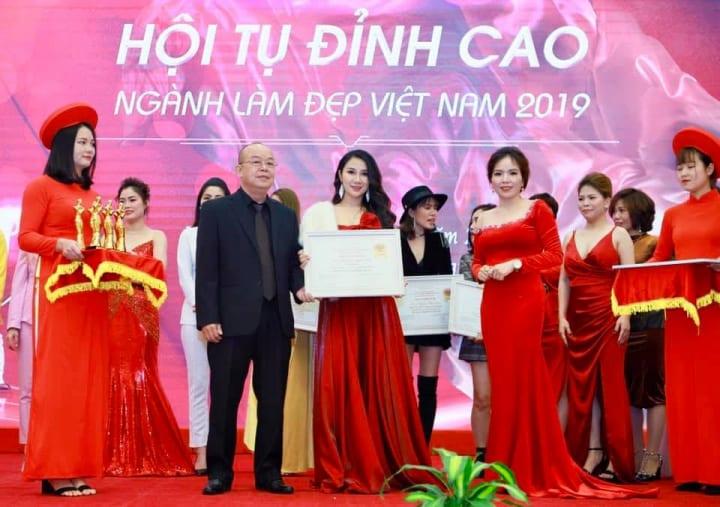 Quỳnh Mai cô chủ thẩm mỹ viện Smile vang danh tại Hội tụ đỉnh cao 2019.